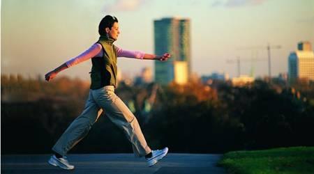 大步走路是最好的长寿药,不花一分钱还很管用!无论多忙都要走走! ...