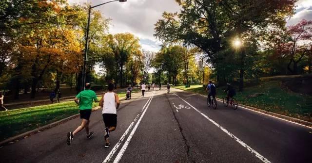每天跑步一小时,坚持一年,身体会发生怎样神奇的变化?